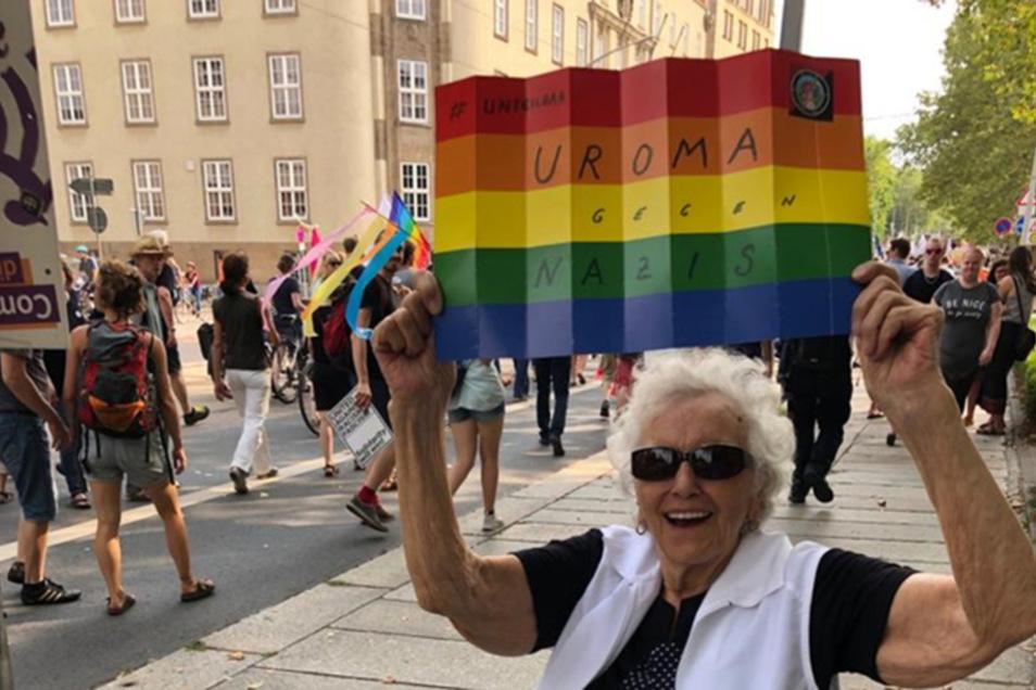 """""""Uroma gegen Nazis"""": Elfriede Schuett hat vier Kinder, acht Enkel und zehn Urenkel. Sie sorgt sich um deren Zukunft."""
