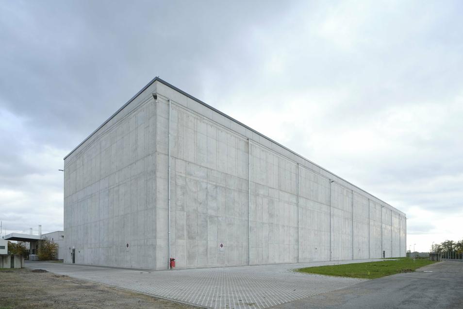Das BGZ-Abfall-Zwischenlager Biblis 2. Das benachbarte RWE-Kernkraftwerk Biblis am Rhein in Südhessen wurde 2011 abgeschaltet.