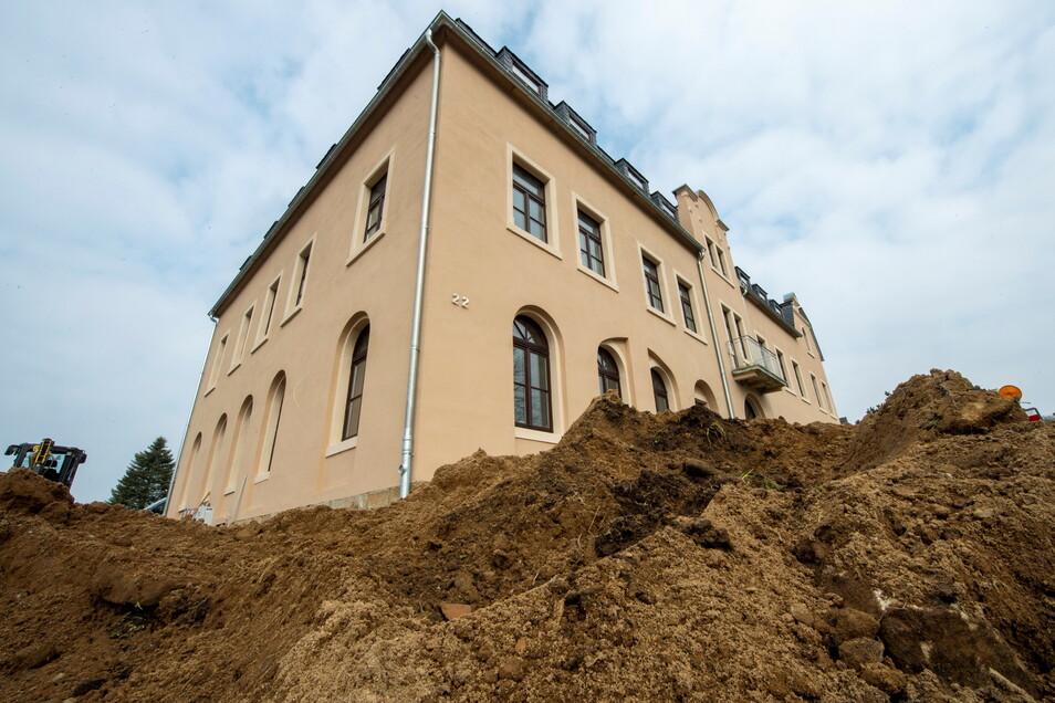Nach jahrelangem Leerstand: Der ehemalige Gasthof Grauer Storch in Pirna-Mockethal wurde zu einem modernen Seniorenheim umgebaut.