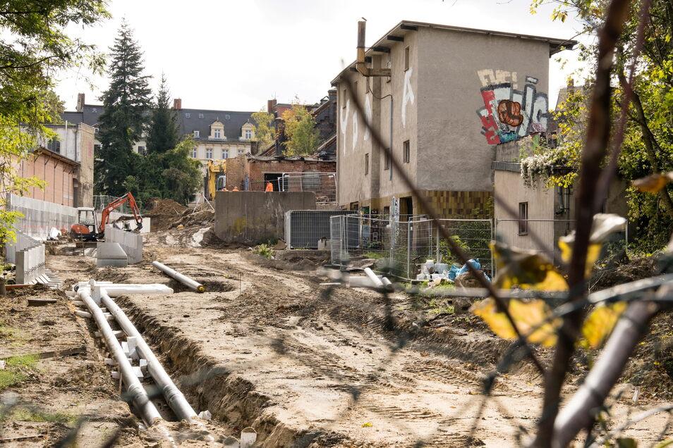 Zurzeit noch Baustelle und kaum zu erkennen, aber hier, durch das frühere Schlachthofgelände, wird bald ein Fuß- und Radweg durchführen, der Else-Puschmann-Weg heißt und die Christoph-Lüders-Straße mit der Rauschwalder Straße verbindet.