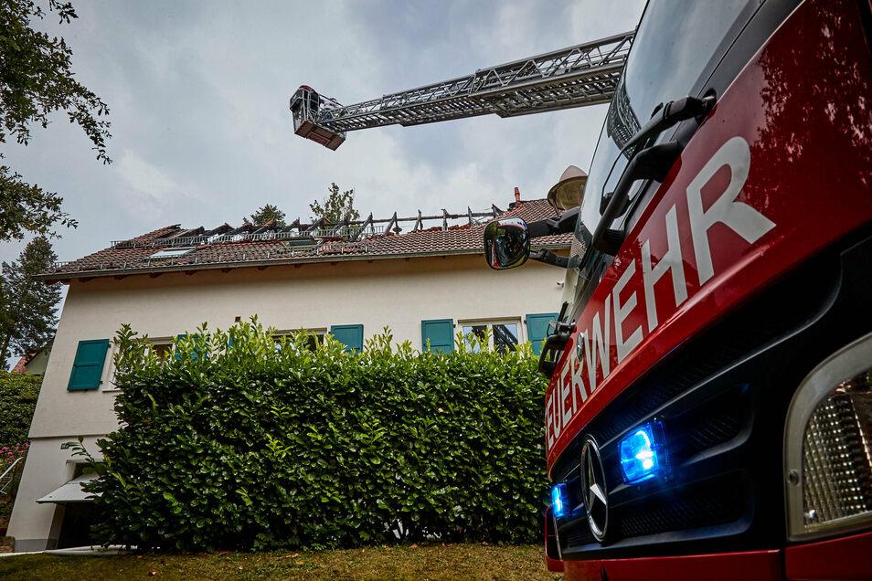 Mehr als 60 Einsatzkräfte waren angerückt, um den Brand zu löschen.