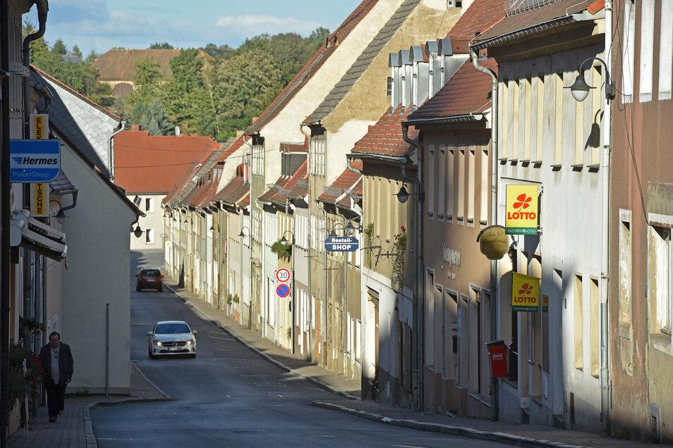 Eine enge Straßenschlucht mit viel Leerstand: Bernstadts Görlitzer Straße hat Problemzonen.