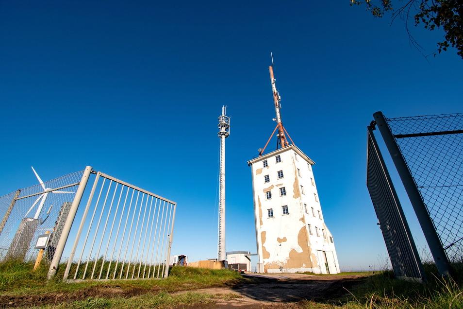 Innerhalb kurzer Zeit hat die Deutsche Funkturm GmbH einen neuen Mast in Betonschleuderbauweise errichten lassen. Noch im September hieß es, dass ein Stahlgittermast gebaut wird.
