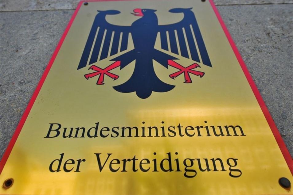 Verteidigung: Ursula von der Leyen (59) gilt als so gut wie gesetzt für das Ressort, das sie seit dem Jahr 2013 führt. Der Tochter des früheren niedersächsischen Ministerpräsidenten Ernst Albrecht wird ein ausgeprägter Machtanspruch zugeschrieben. Immer w