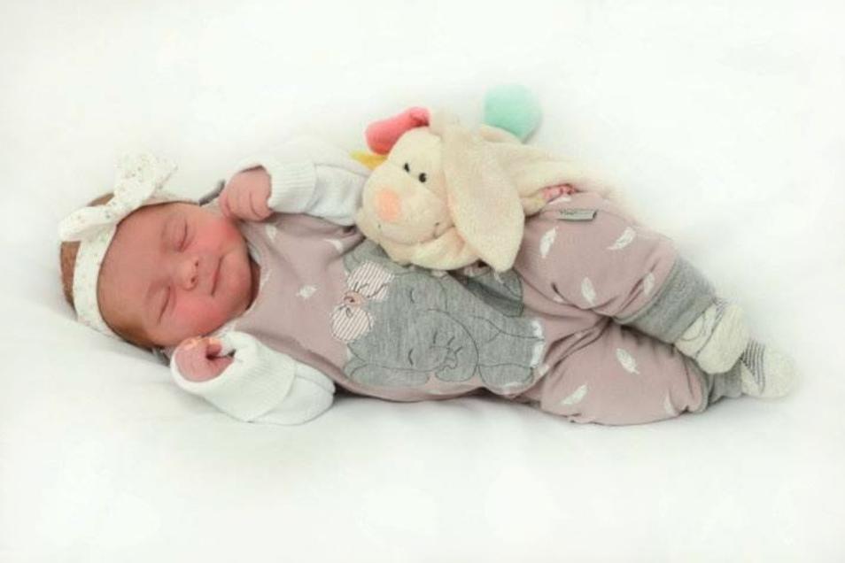 Elena Fiedler;Geboren am 15. Oktober 2020; Geburtsort: Zittau; Gewicht: 2.920 g; Größe: 49 cm; Eltern: Kristin und Paul