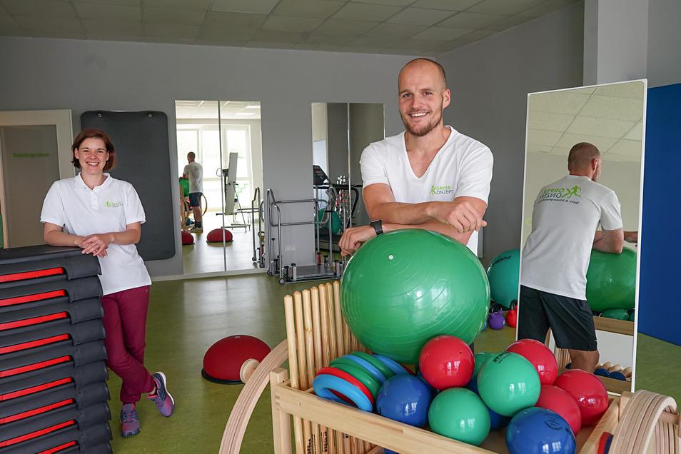 In der neu eröffneten Physiotherapie von Martin Bär gibt es auch einen großen Kursraum. Unterstützt wird der Cunewalder von Physiotherapeutin Susann Furkert.