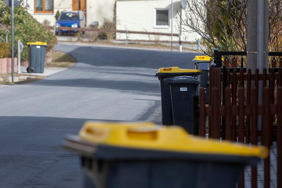 Am Dienstag blieben wieder Gelbe Tonnen hier in Obercunnersdorf ungeleert stehen, nachdem vor zwei Wochen schon einmal eine Tour ausgefallen war.