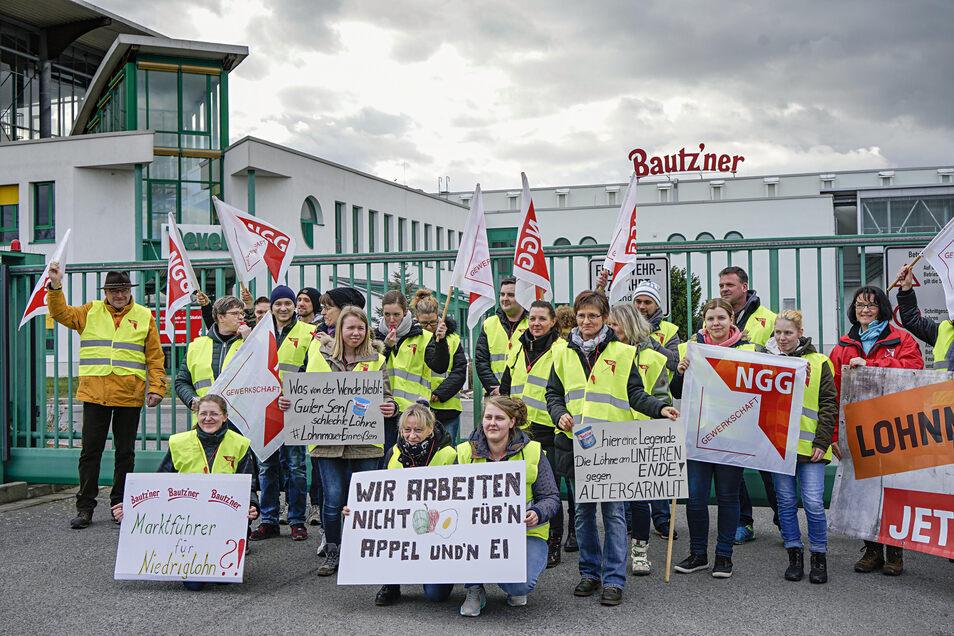 Anfang März streikten die Mitarbeiter der Bautzner Senffabrik. Sie wollten mit dieser Aktion auf die Lohnschere gegenüber dem Westen aufmerksam machen.