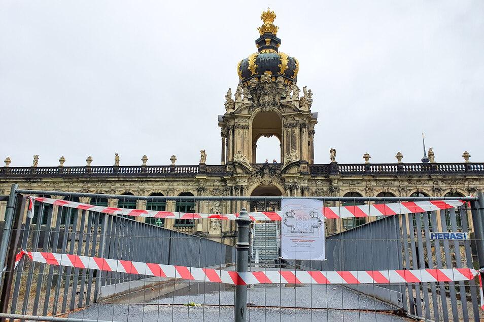 Besucher des Zwingers können derzeit nicht unter dem Kronentor hindurch in den Zwinger. Dort sind dringende Bauarbeiten nötig.