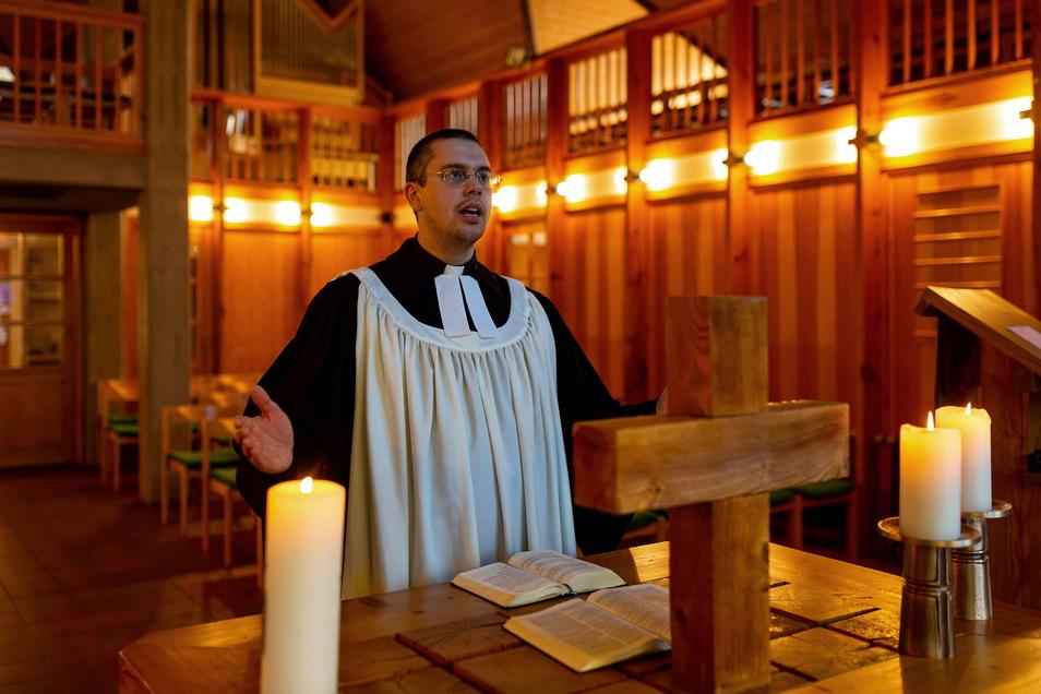 Pfarrer David Keller in der Altenberger Kirche. Die Andacht am 1. Mai hält er in Zinnwald.