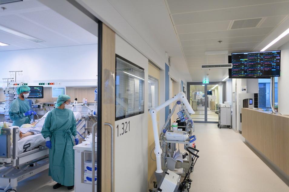 Mehr Infizierte, mehr Erkrankte, mehr Tote in Dresden: Der November stellt in der Corona-Pandemie alles in den Schatten.