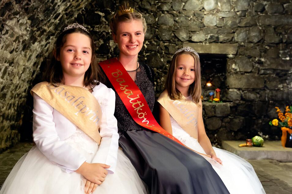 Basaltkönigin Leoni Weser mit Greta und Juliet bei der Krönung im September 2019.