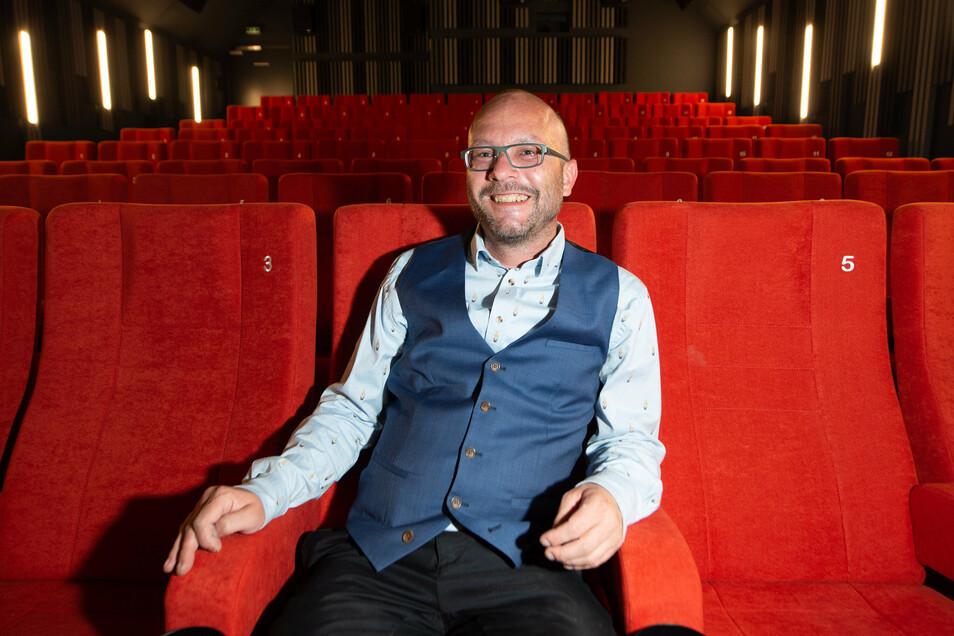 Bernhard Reuther hat 20 Jahre das Kino im Dach in Striesen betrieben. Nun wagt er mit dem Zentralkino in der Innenstadt einen Neuanfang.