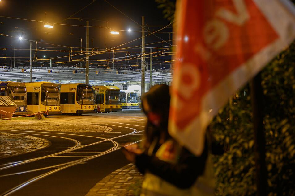 Bereits am 29. September blieben die Busse und Bahnen der DVB in den Depots.