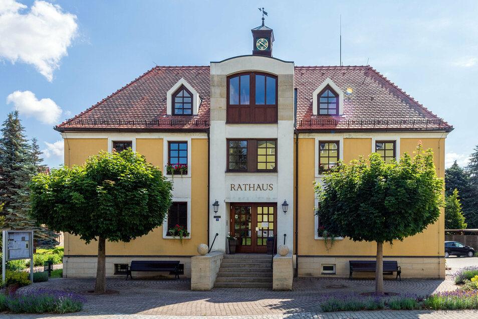 Dieses Mal gab es keine Patzer. Die neuen Räte in Dürrröhrsdorf-Dittersbach können ihre Arbeit aufnehmen.