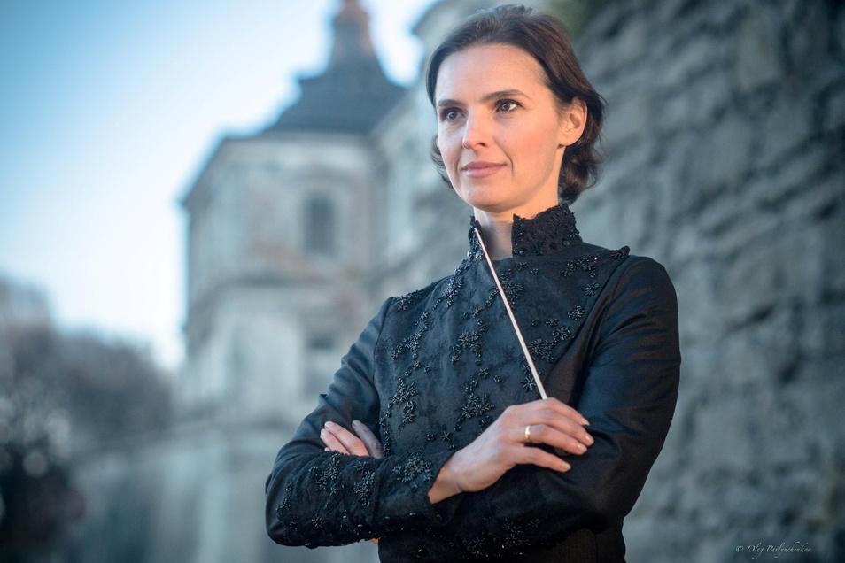 """Oksana Lyniv wird eine Männerdomäne ins Wanken bringen. Als erste Dirigentin leitet die 43-Jährige ein Stück bei den Bayreuther Festspielen – die Eröffnung am Sonntag mit dem """"Fliegenden Holländer""""."""