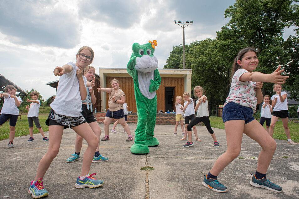 Da tanzt der Frosch doch gleich mal mit. Auch die BC-Dancers freuen sich auf das mehrtägige Lauf-Event, wo sie einen ersten Auftritt nach der Pandemie haben werden.
