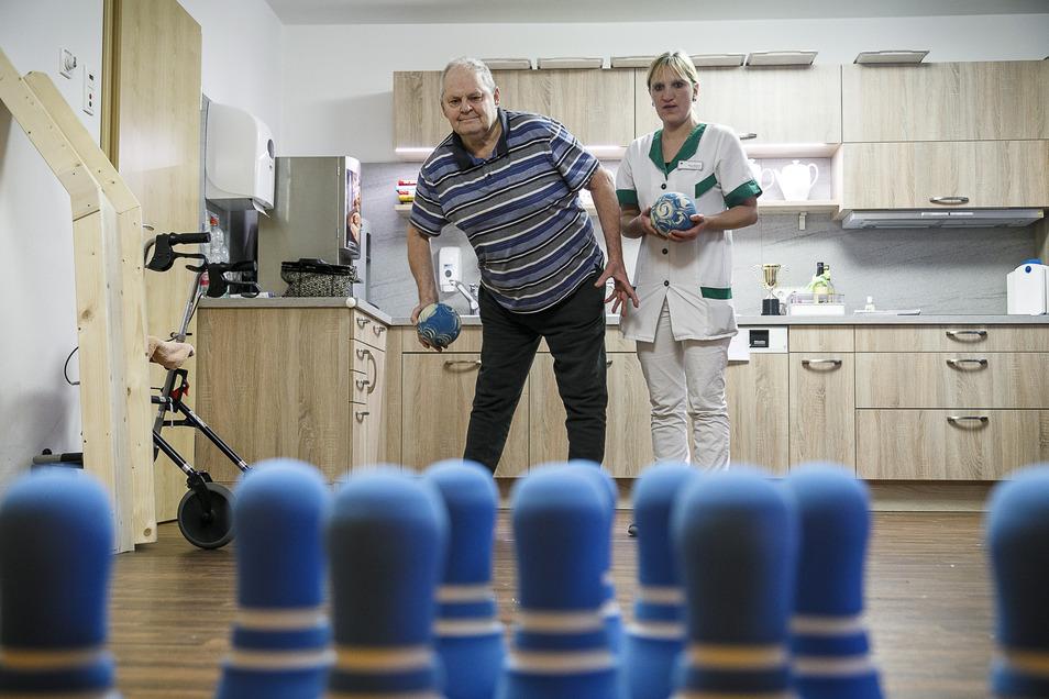 Gute Pflege braucht Zeit - Die angespannte Personalsituation lässt das nur selten zu.