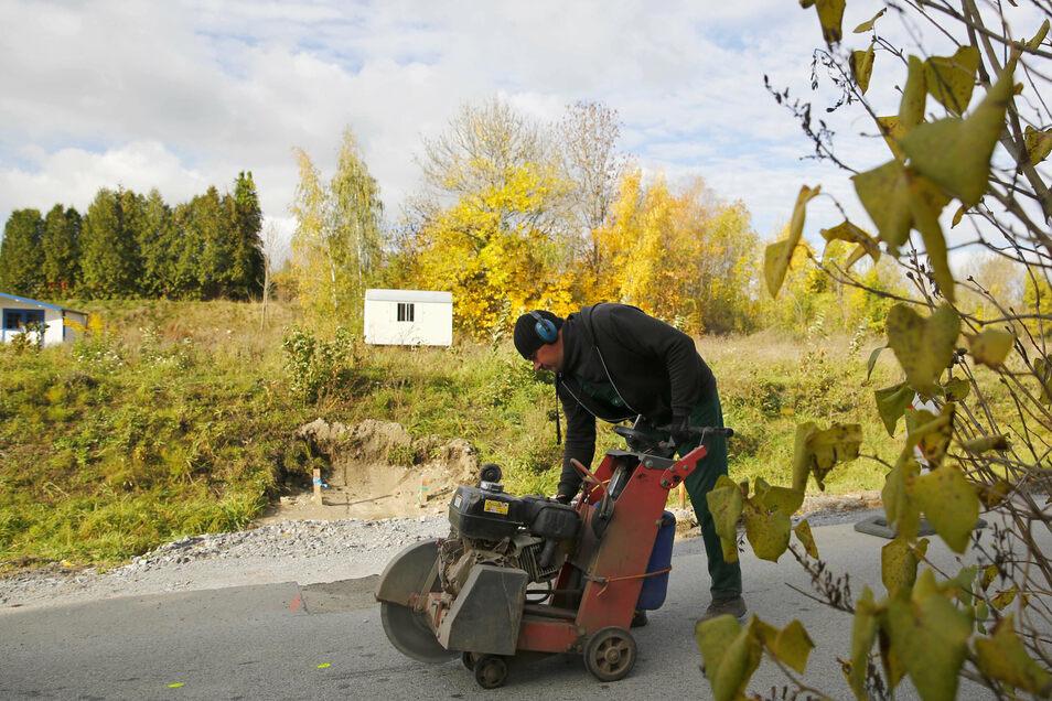 Derzeit werden im Rahmen der Erschließung des neuen Wohngebietes am Hainmühlenweg in Elstra Wege und Straßen hergerichtet.