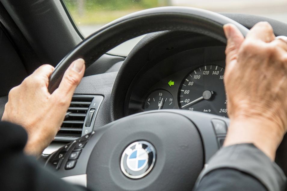 IDer Blinker ist im Straßenverkehr ein wichtiges Kommunikationsmittel. Wer ihn falsch oder gar nicht benutzt, riskiert mehr als nur ein Bußgeld.