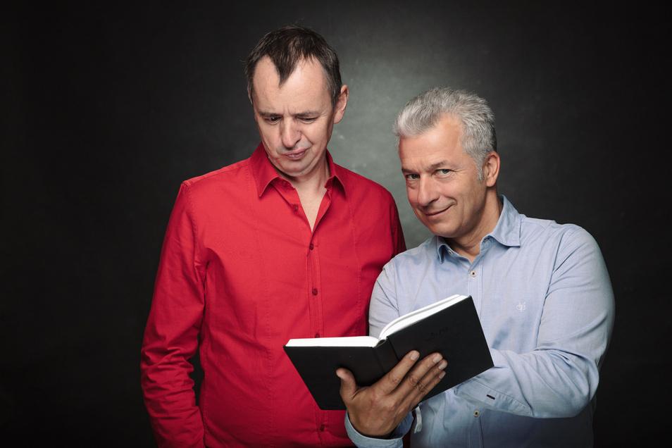 """""""Feixen im Advent"""" versprechen Peter Ufer und der Gitarrist Frank Fröhlich."""