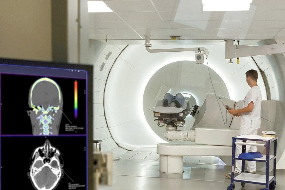 Die Bestrahlung von Krebspatienten im OncoRay-Zentrum der Uniklinik Dresden ist jetzt so möglich, dass gesundes Nachbargewebe nicht mehr beschädigt wird.