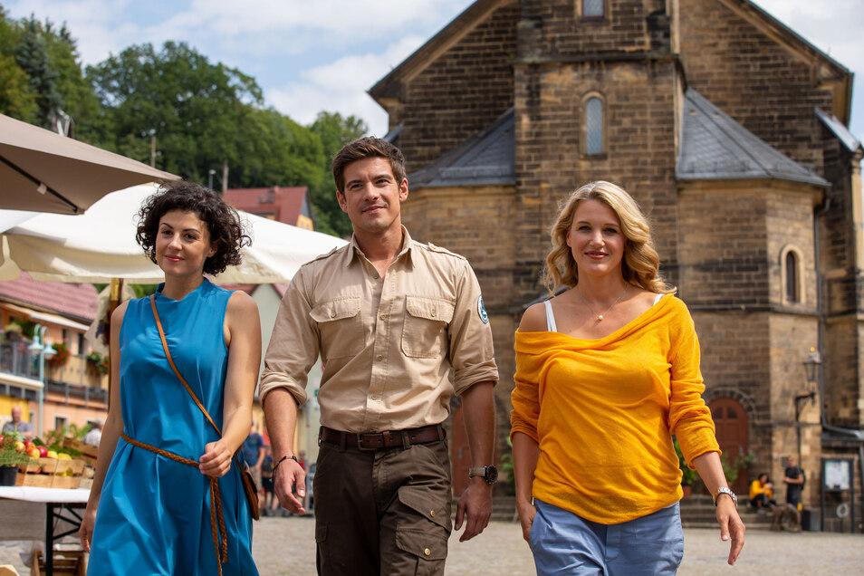 2019 am Set von Der Ranger.  Liza Tschirner, Philipp Danne und Eva Maria Grein von Friedl beim Dreh in Stadt Wehlen.