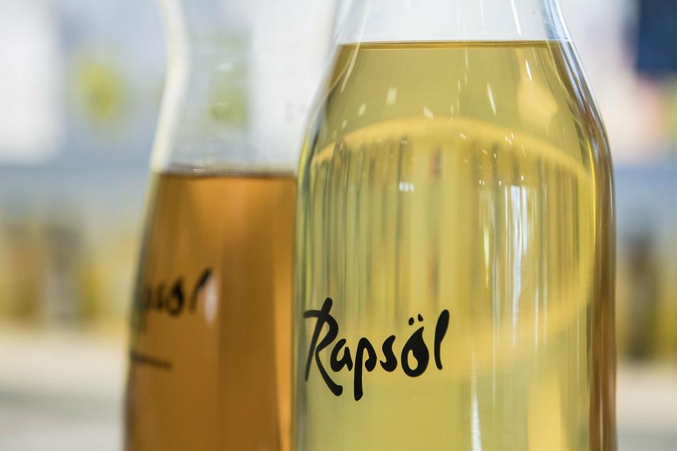 Rapsöl enthält viele gesunde ungesättigte Fettsäuren.