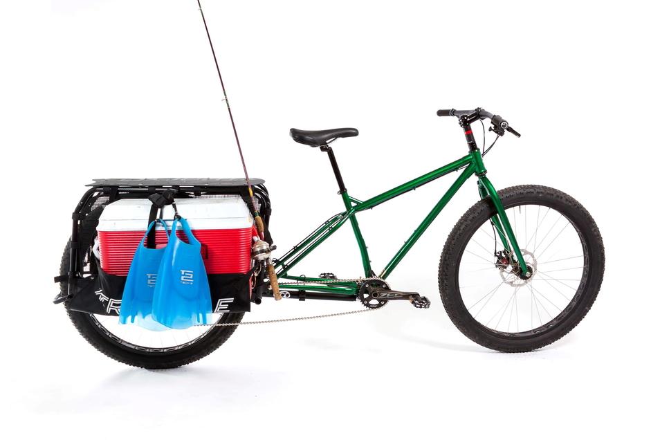 Mit dem Free Radical Leap Kit des US-Herstellers Xtracycle verwandelt man seinen Drahtesel in ein Lastentier. Die Erweiterung wird in der Hinterachsaufnahme fixiert. Den Import des rund 750 teuren Teils übernimmt Voss Spezial-Rad.