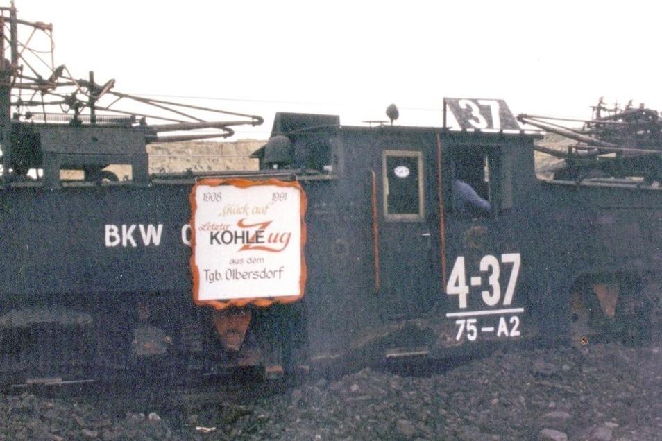 Diese Elektro-Lokomotive 4-37, Gewicht 75 Tonnen, Leistung rund 1000 PS, fuhr auf 900 Millimeter Spurbreite den letzten Kohlezug aus dem Olbersdorfer Tagebau.