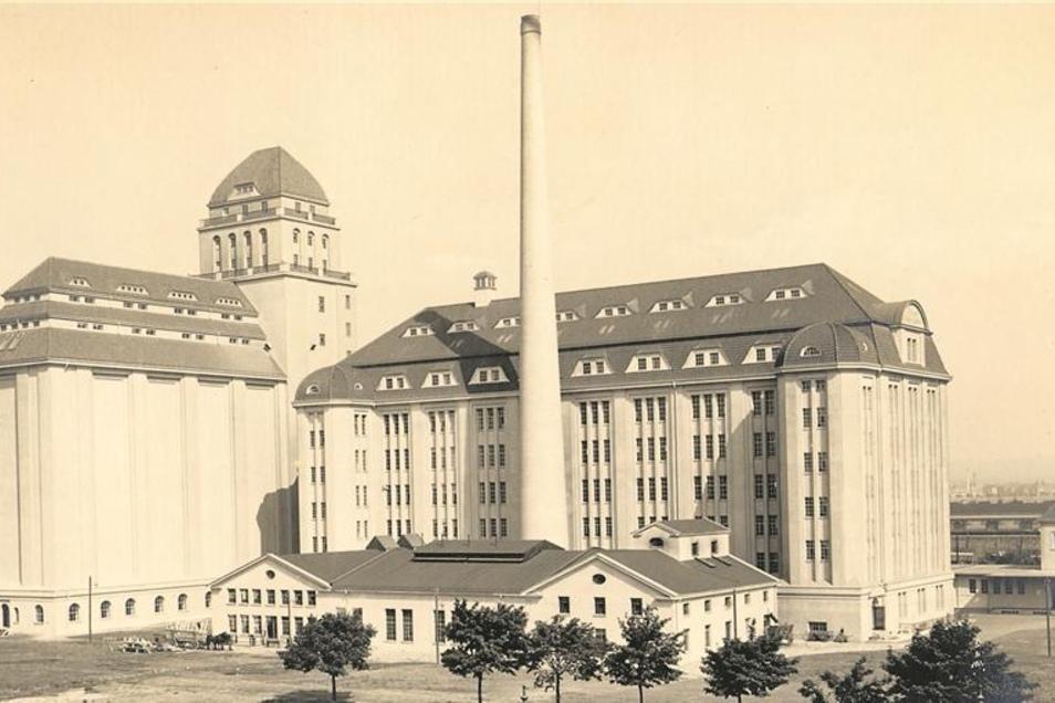 Eine Aufnahme der Stadtansicht der Hafenmühle von 1914. Die Mühle galt damals zu den modernsten Mühlenanlagen Deutschlands. Abb.: Dresdner Mühlen (3)
