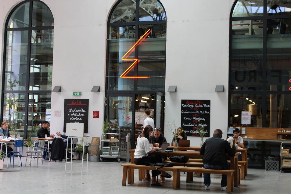 Tradition trifft Modernität im Restaurant Eska in der Pernerova 49 in Prag.