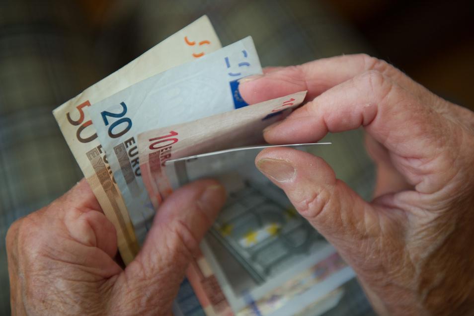 Fast 4.000 Menschen im Landkreis Meißen verdienen sich etwas zu ihrer Rente dazu.
