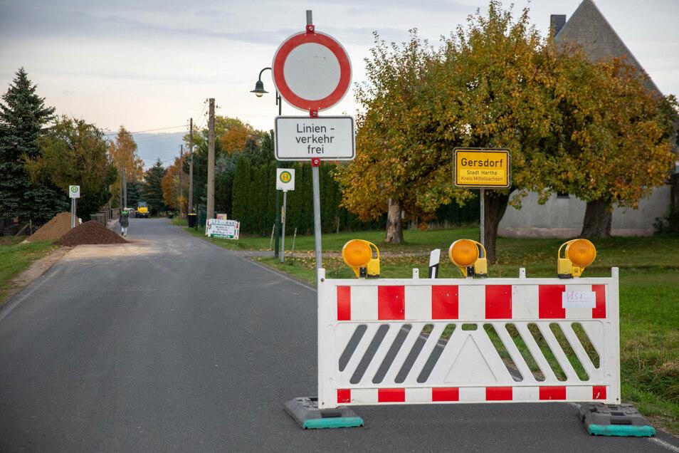 Das Oberdorf von Gersdorf ist voll gesperrt. r