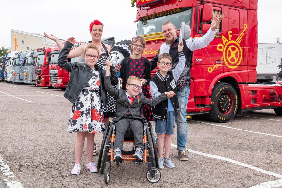 Ein Riesenerlebnis: Die Riesaer Familie Binder mit Schulanfänger Fenrir (Mitte) feierte einen ganz besonderen, PS-starken Schulanfang.
