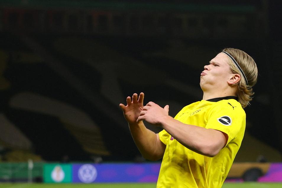 Mit breiter Brust: Erling Haaland bejubelt seinen ersten Treffer und macht am Ende alles klar.