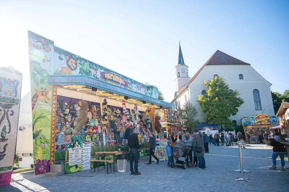Besucher beim Oktoberfest in Rothenburg.