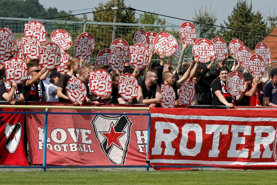 Der Fanblock von Roter Stern Leipzig beim Sachsenpokal-Spiel gegen den FSV Oderwitz 02.