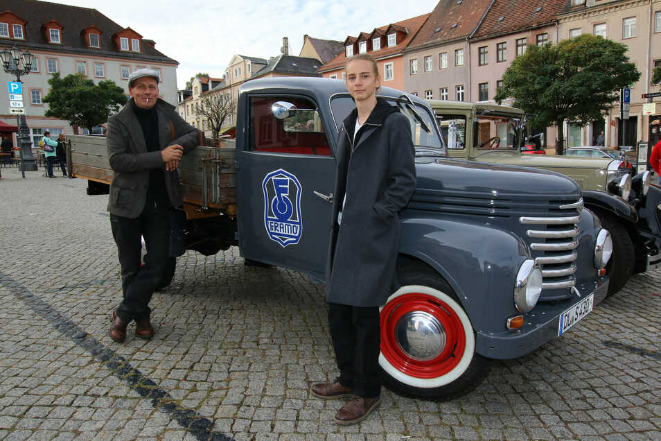 Der Framo war früher ein begehrtes Handwerker-Auto und gilt als der Vorgänger des Barkas. Dieses Modell ist Baujahr 1956, wurde von Peter (links) und Moritz gefahren und hatte unterwegs einen Motorschaden.