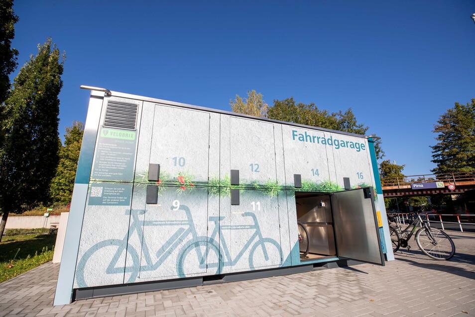 Neue Fahrradgarage zwischen Busbahnhof und Bahnhof: Sie schützt gleichermaßen vor Diebstahl, Vandalismus und Wetter.