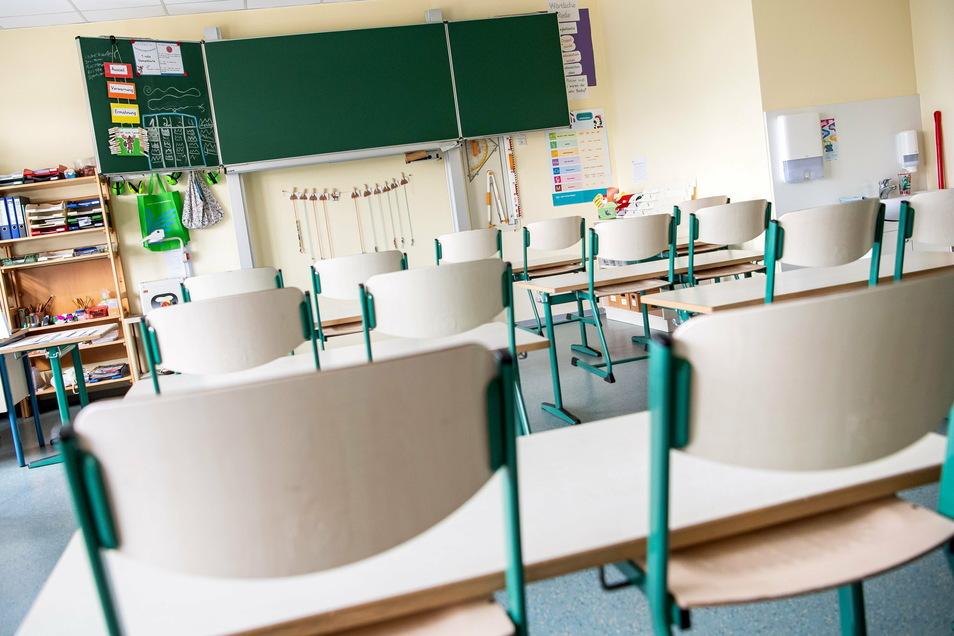 Leere Klassen sind derzeit in vielen Dresdner Schulen keine Seltenheit: Teilweise lernt ein Großteil der Schüler wegen angeordneter Quarantäne zu Hause.