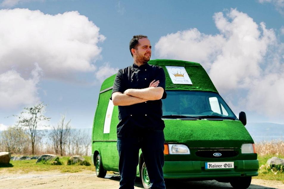 Oliver Kleinschmidt vor seinem Food-Truck. Noch steht er in Breslau, ab Anfang Mai dann in Görlitz.