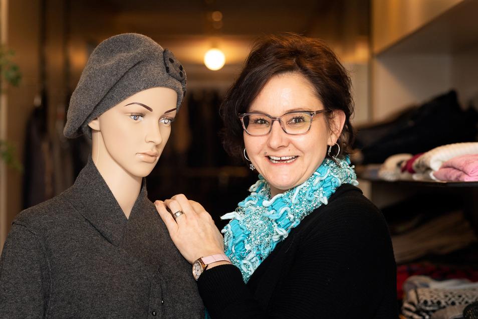 Manuela Jäger, Inhaberin des gleichnamigen Modegeschäftes am Altmarkt, freut sich über ihre Stammkunden, die nicht nur aus der Region, sondern auch aus Bautzen, Dresden und sogar Görlitz zu ihr einkaufen kommen.