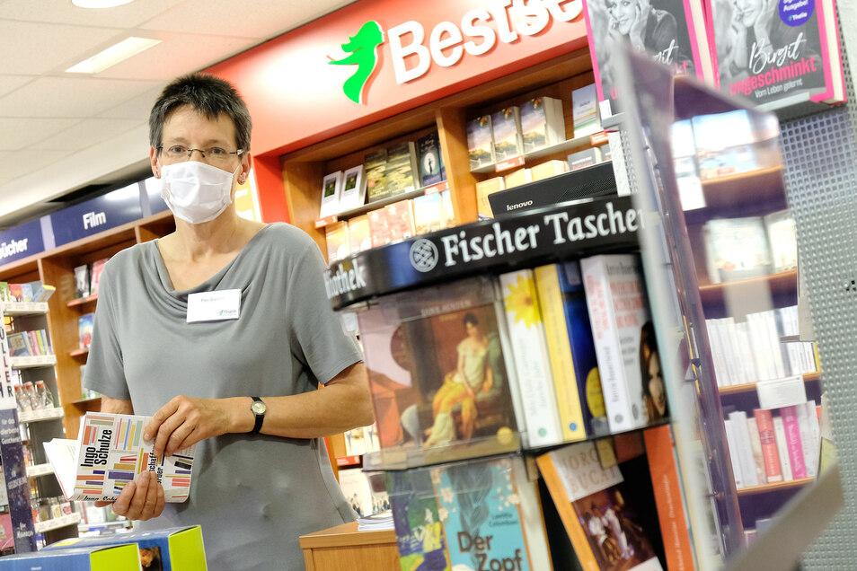 Mittlerweile ist es alltäglich, Mund- und Nasenschutz in Geschäften zu tragen. So wie Silke Greulich, Filialleiterin der Meißner Thalia-Buchhandlung.