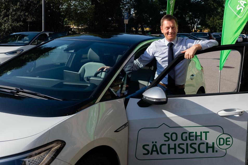 Sachsens Ministerpräsident Michael Kretschmer erhielt im September für den Freistaat Sachsen einen Volkswagen ID.3.