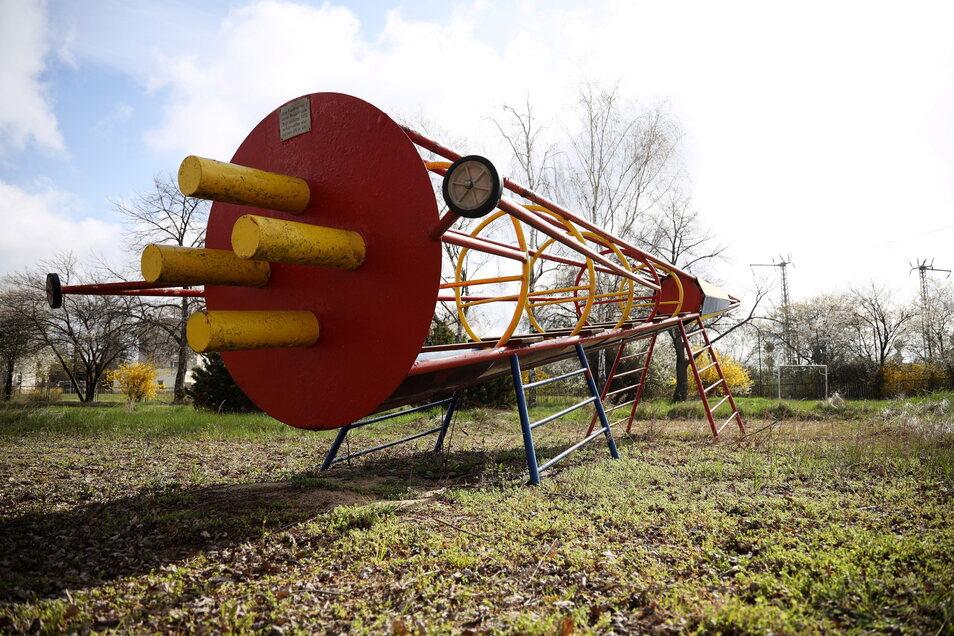 Das Original von 1974 steht auf dem eingezäunten Gelände des ehemaligen Kindergartens am Ring der Freundschaft.