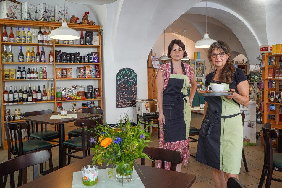 Susanne Richter (r.) führt die Grüne Ecke in Bautzen und sucht langfristig eine Nachfolge. Mitarbeiterin Kristin Neideck soll bleiben.