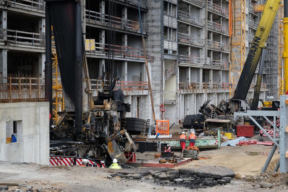 Anfang Oktober wurden diese Kräne auf einer Baustelle in Leipzig in Brand gesteckt. Von den Tätern fehlt bisher jede Spur.