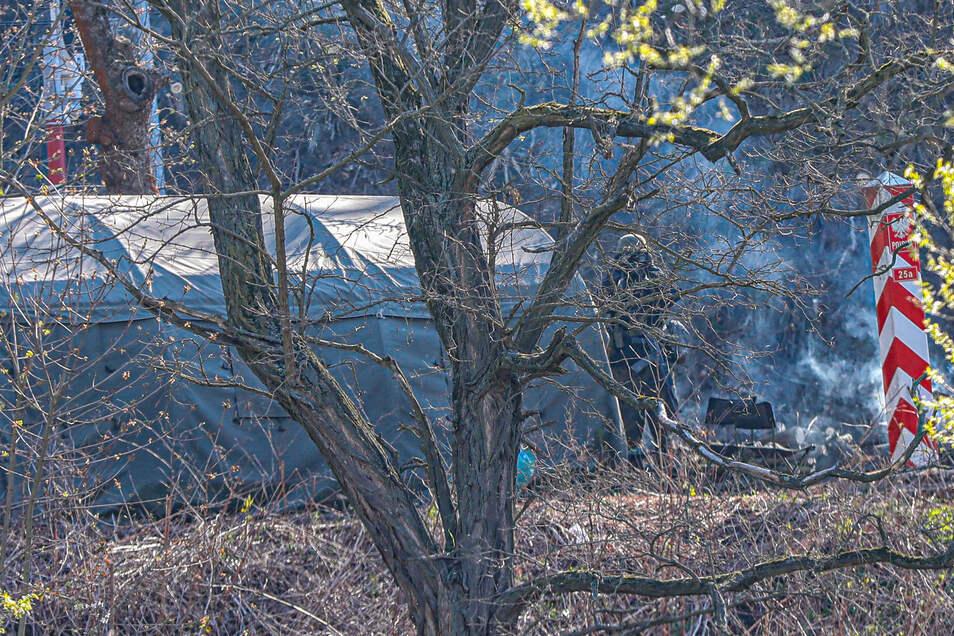 Das Soldaten-Lager auf polnischer Seite der Eisenbahn-Grenzbrücke in Hirschfelde.