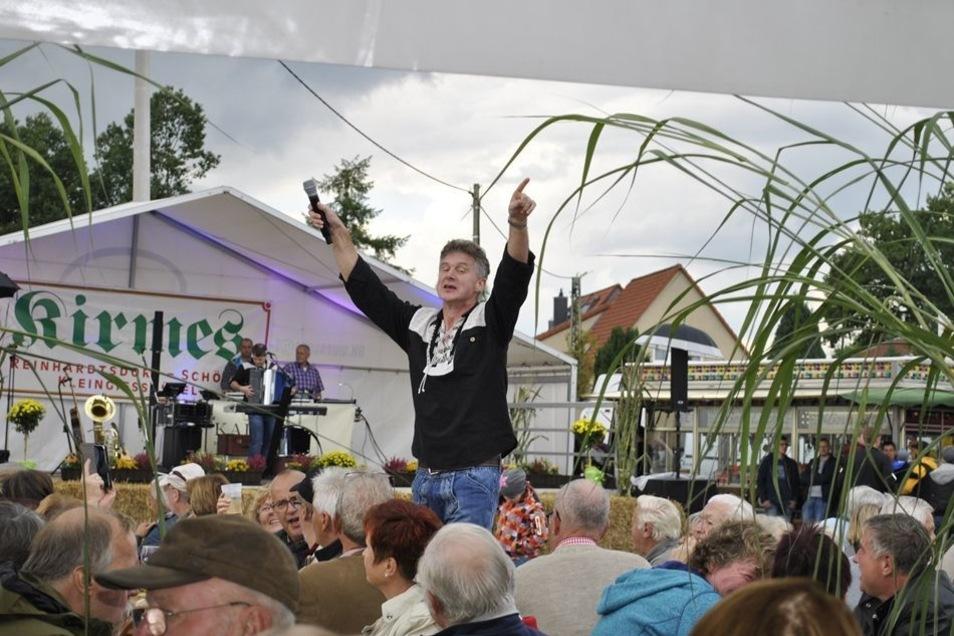 """""""De Hutzenbossen"""" brachten Stimmung auf die Kirmes in Reinhardtsdorf. Auch die """"Dörfler"""" kamen gut an."""